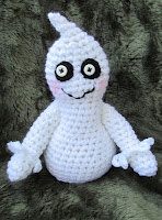 Cute Little Ghost.....another wonderful free crochet pattern by Teri Crews Designs