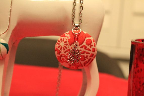 Christmas cover button necklace by BecomingButtons on Etsy, $15.00