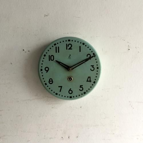 アンティークのJAZ壁掛け時計|人気のフランスアンティークのJAZの時計。お待たせいたしました!!今回ご紹介させていただくのは非常にレア(希少)な duck-egg blue colour の壁掛け時計です!良い色、いい質感ですね~JAZオリジナルの針はエッフェル塔なんですよ~ご自宅のにはもちろん、カフェやレストラン、洋服屋さん、どこでも目に止まる素敵なインテリアとして飾ってください!