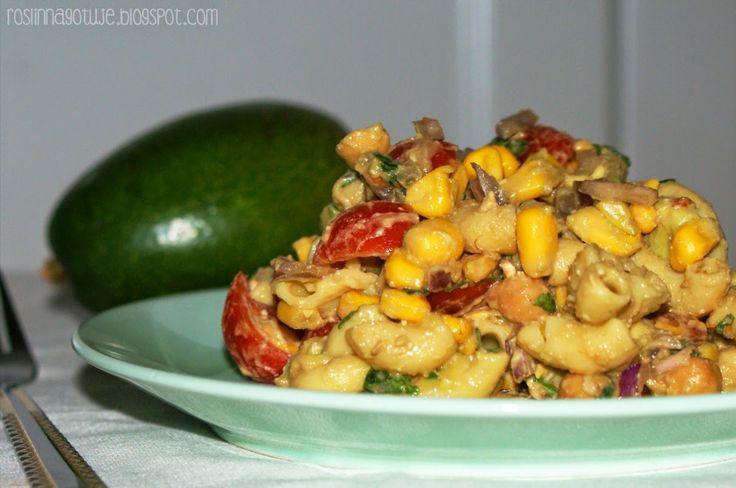 Sałatka - makaron, pomidory i awokado