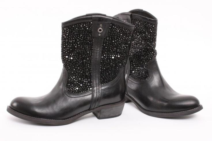 Korte zwarte laarzen van Bullboxer €119.95