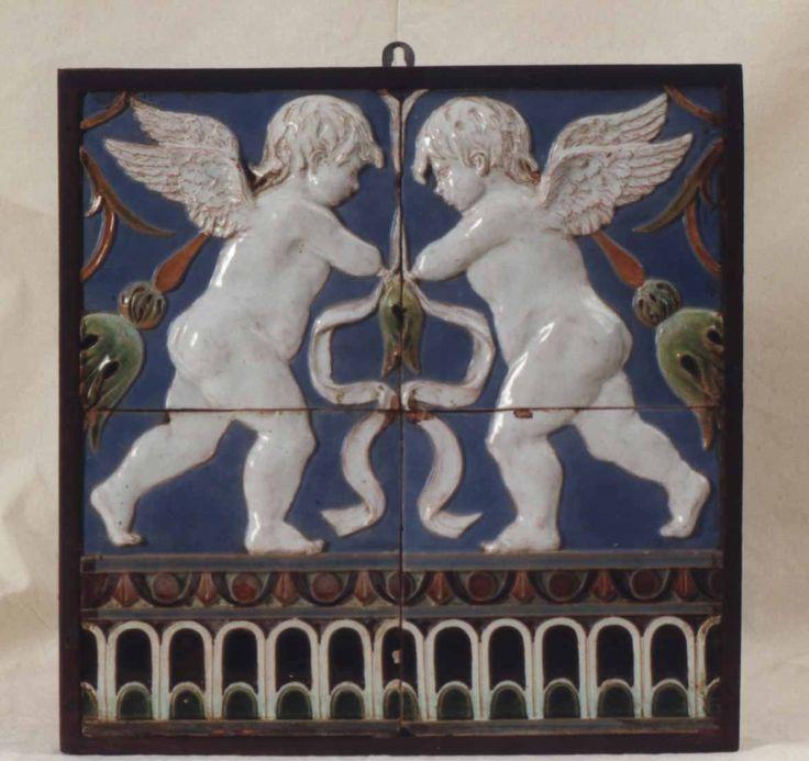 Azulejos de Rafael Bordalo Pinheiro de influência renascentista.