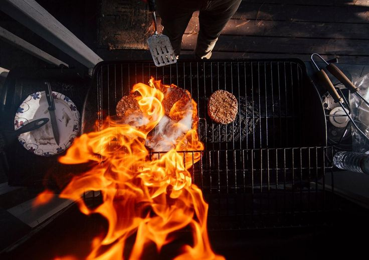 Grilling burgers isn't rocket science, but if your grill's emitting as much flame as an Apollo launch, odds are your patties are going to end up tasting like astronaut food.