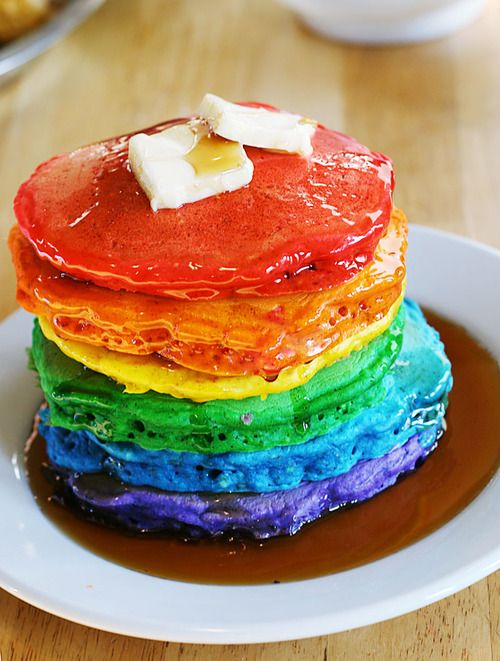 rainbow pancakes!: Breakfast Ideas, Saint Patrick'S, Fun Food, Food Ideas, Birthday Breakfast, Slumber Parties, Fun Breakfast, Rainbows Pancakes, Food Color