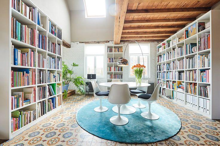 Prachtige witte boekenkast op maat  & inrichting woonkamer  - bibliothèque blanche dans le salon  - custom made library