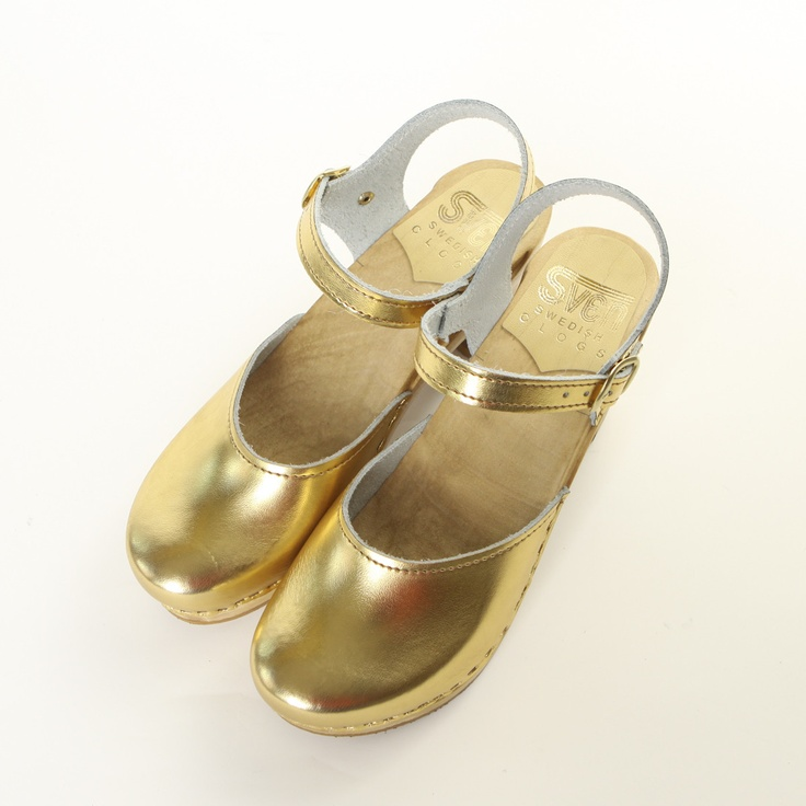 gold clogs <3