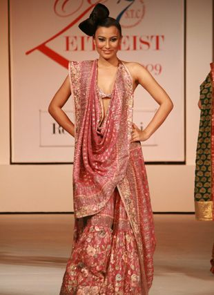 Renu Dadlani's Parsi Gara Collection is considered to be an emblem of ethereal #elegance and #grace. See more collection @ http://renudadlani.com/collection-parsi-gara.html