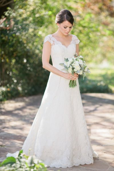 A perfectly Southern bride: http://www.stylemepretty.com/2014/10/13/intimate-southern-wedding-dressed-in-neautrals/ | Photography: Adam Barnes - http://adambarnes.com/