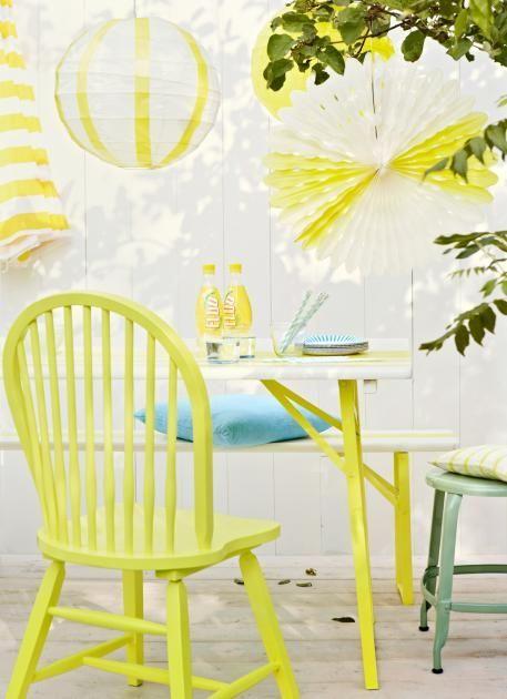 Möbel, Gießkanne und Garten-Accessoires bekommen einen neuen Anstrich und setzen fröhlich bunte Farbtupfer im Garten! ähnliche tolle Projekte und Ideen wie im Bild vorgestellt findest du auch in unserem Magazin . Wir freuen uns auf deinen Besuch. Liebe Grüße