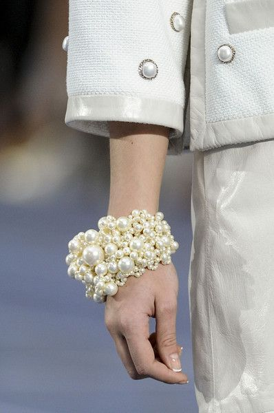 Chanel Spring 2013 - Details, love the pearl detailing!