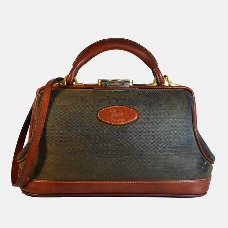 Sac à main rigide bi-matières vintage, Texier. DeeDee Vintage, boutique spécialisée dans la mode vintage des années 1920 à 1990. Les articles sont uniques et ont été sélectionnés dans la tendance vintage actuelle.