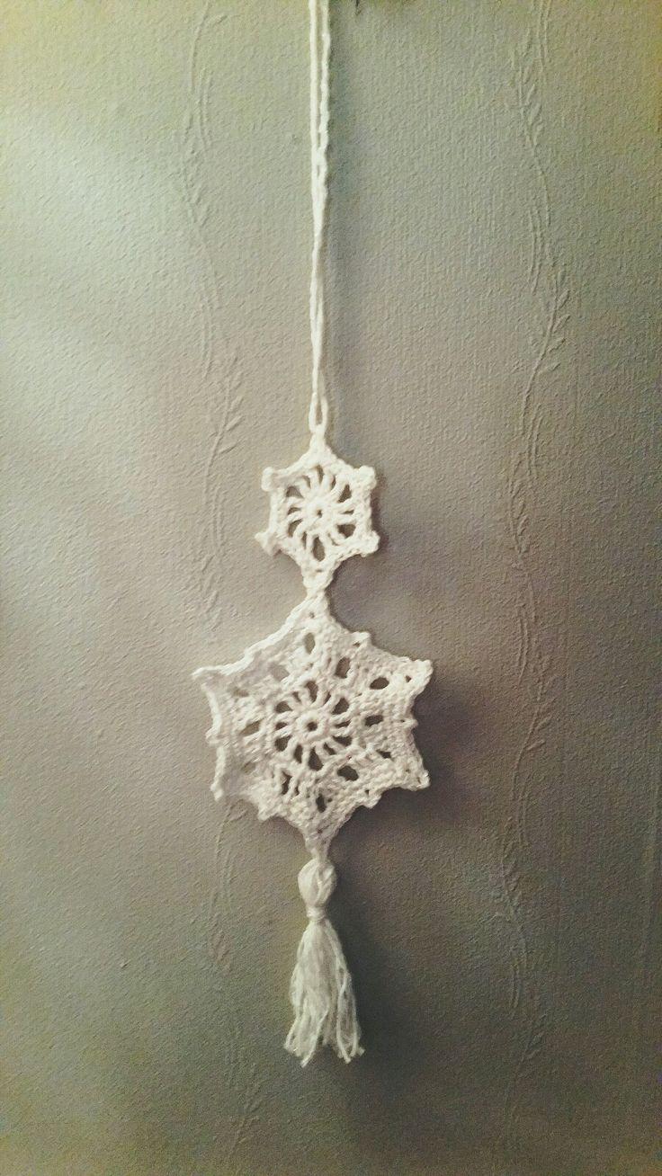 Crochet christmas decoration. Crochet star drops pattern