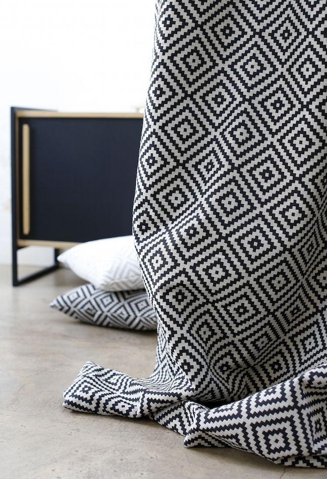 """Tissu jacquard """"Vannerie"""" 100% Made in France, inspiration scandinave et graphique.  Coloris disponibles : lin, noir, bleu nuit"""