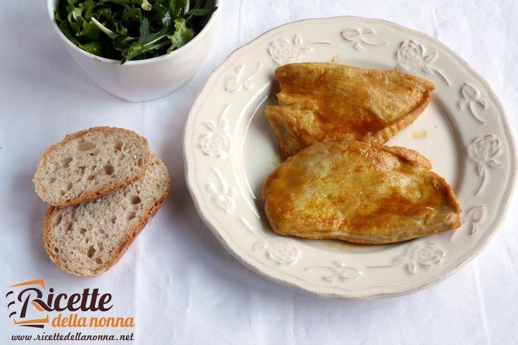 Le scaloppine di tacchino al Marsala e curry sono un secondo piatto gustoso semplice e veloce da realizzare. Procedimento Battete delicatamente con il bat