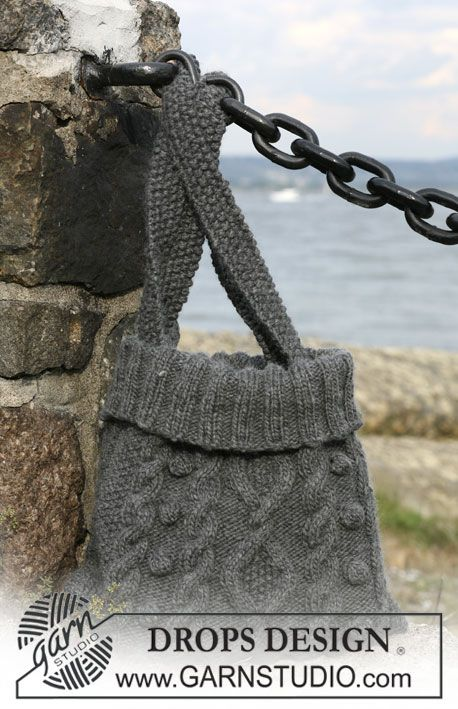 """Knitted DROPS bag with cables in """"Eskimo"""". ~ DROPS Design"""
