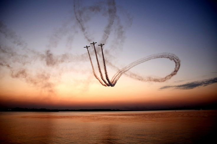 airplane show by Iulian Vlad on 500px
