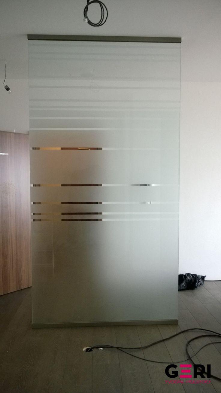 Sklenená stena pevná fixná stredne husté vzorové matovanie