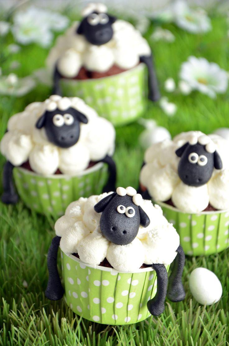 cupcakes Shaun, le mouton de Pâqueshttp://turbigo-gourmandises.fr/cupcakes-de-paques-au-chocolat-shaun-le-mouton/ #shaunthesheep