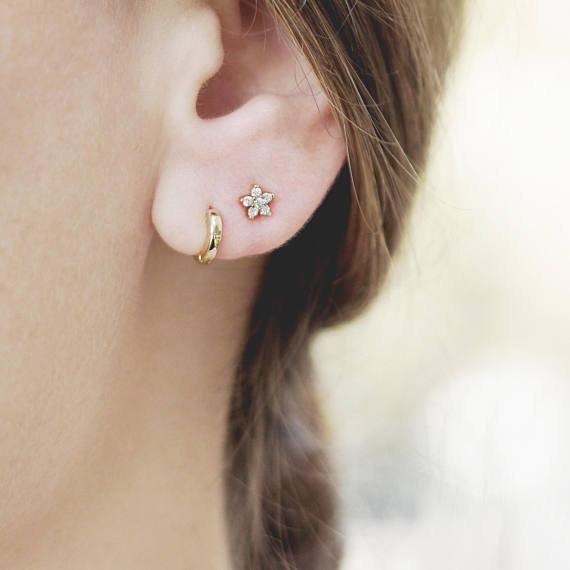 Tiny Flower Stud Earring Small Diamond Earring Dainty Post Etsy Flower Earrings Studs Gold Minimalist Jewelry Delicate Earrings