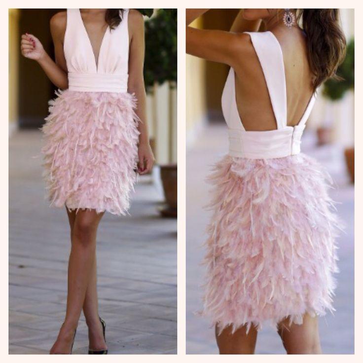 Love this dress!! Pink!! Vestido rosa con plumas