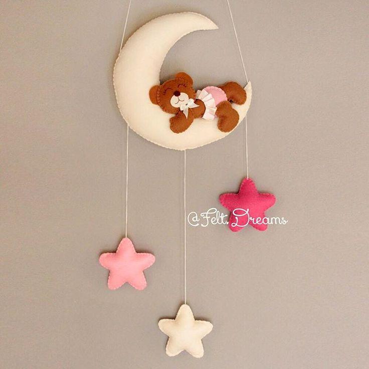 Очаровательный мишка, спящий на луне.  Цена: 4000₽  Этот прелестный мишка создан из фетра высокого качества. Состав: 100% экополиэстер.  Гипоаллергенный материал.  Заказ: WA/Viber 8(931)533-75-80