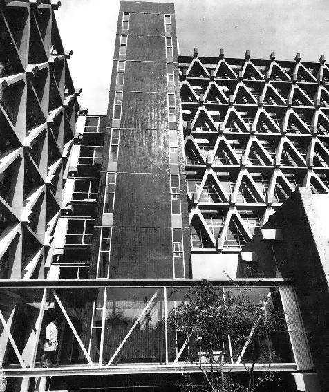 """Detalle de la fachada,Hospital 'Adolfo López Mateos' del ISSSTE, Universidad 1321, Viveros de Coyoacán, Coyoacán, México DF 1968 Arq. Enrique Yáñez - Detail of the facade, Hospital """"Adolfo Lopez Mateos"""" Coyoacan, Mexico City 1968"""