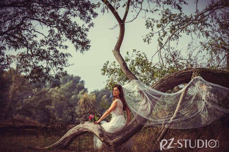 RZ-Studio z Poznania oferuje profesjonalne usługi fotograficzne. Sesje biznesowe, ślubne, artystyczne, fotografowanie eventów. Zobacz w naszej galerii!