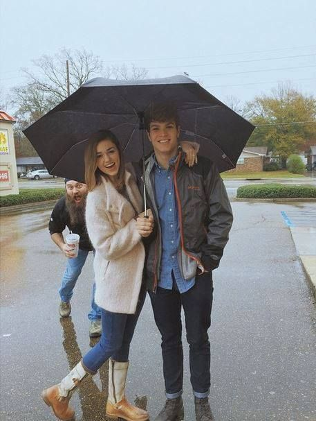 Sadie Robertson and her boyfriend. (Willie Robertson photo bombing.)