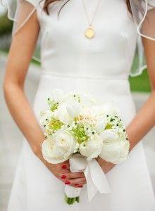 white wedding bouquet, tulip bouquet, rose bouquet, white valentino gown, gold heirloom necklace, 1960's inspired wedding look