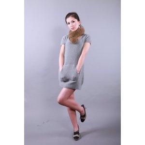 Vestido gris capota