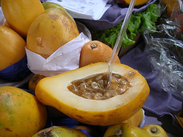 Maracujá, Maracuya, Passion Fruit, Fruta de la pasion. by Vic Lic, via Flickr