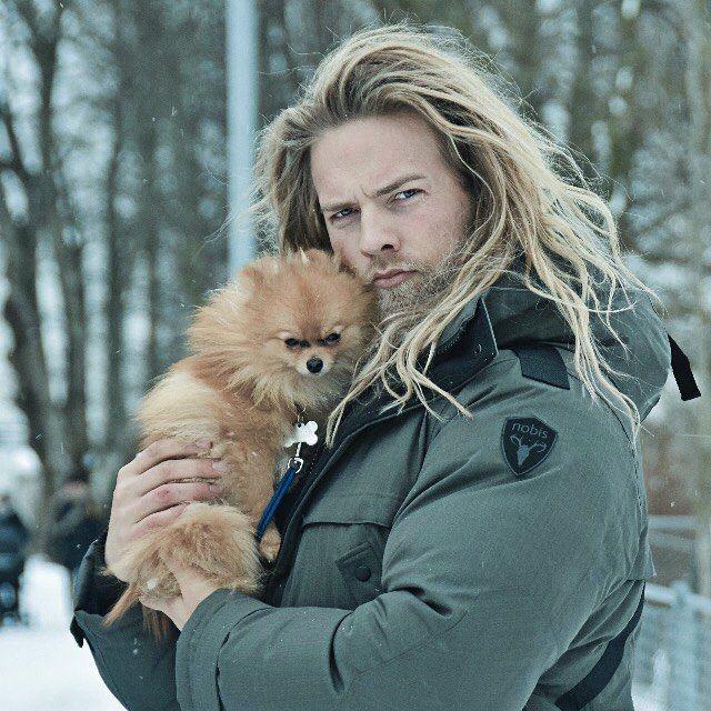 O tenente da Marinha norueguesa que arrasa corações nas redes sociais | Tá Bonito