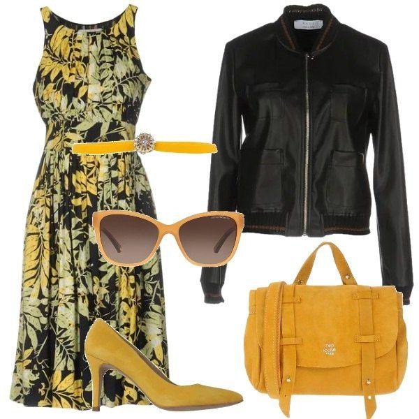 Elegante e pratica questa donna che indossa: un vestito al ginocchio in fantasia floreale, un bomber in similpelle, nero, delle décolleté gialle, scamosciate, una borsa a spalla, scamosciata, di colore giallo, una cintura sottile con fibbia gioiello tempestata di strass e un paio di occhiali da sole con montatura gialla.