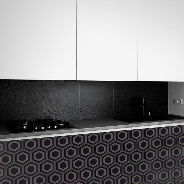 Vinilo autoadhesivo de hexágonos negros para revestir muebles de cocinas #lokolokodecora