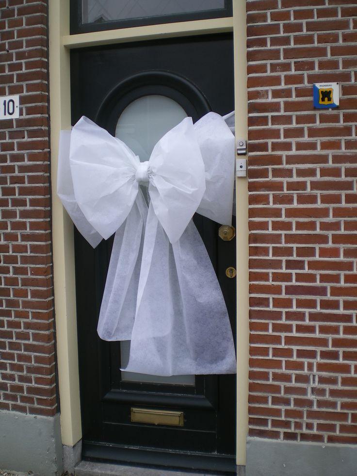 Leuke strik op je deur!! Kijk op www.facebook.com/defeesttuin en www.defeesttuin.nl