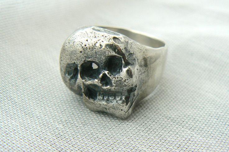 Bague Skull en argent sterling par Virginie Martin - Artiste-joaillière