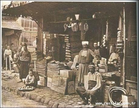 Osmanlı'da sokakta çalışan bir kısım seyyar esnaf, kağıt fabrikası, birkaç dükkan  http://fotograf-gunlukleri.blogspot.com