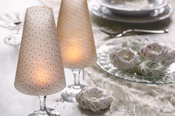 Vyrobte si malé lampičky ze skleniček na víno. Potřebovat budete transparentní papíry, nůžky a trochu lepidla. Využít je můžete na slavnostní vánoční tabuli nebo při nějaké romantické večeři.