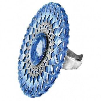 ¡¡Qué chulo queda con los pendientes a juego!! http://www.tutunca.es/anillo-ganchillo-azul-franck-herval-lilly-blue
