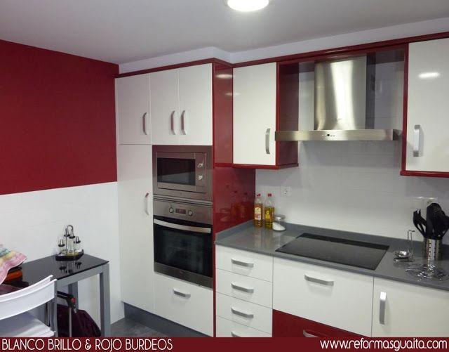 Cocina pared roja dise o de interiores decoracion - Diseno interiores cocinas ...