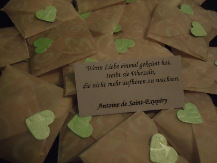 Noch 15 Tage bis zur Hochzeit <3 Wir haben uns umentschieden und haben die Hochzeitsmandeln doch nicht in die Herzboxen gepackt. Stefan hat die Mandeln wie Bonbons in Stoff gewickelt und Schleif...