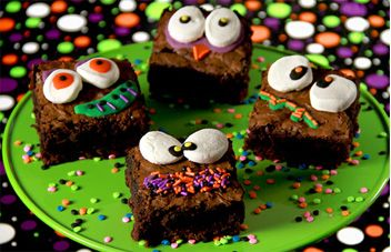 Lots of cute Halloween desserts