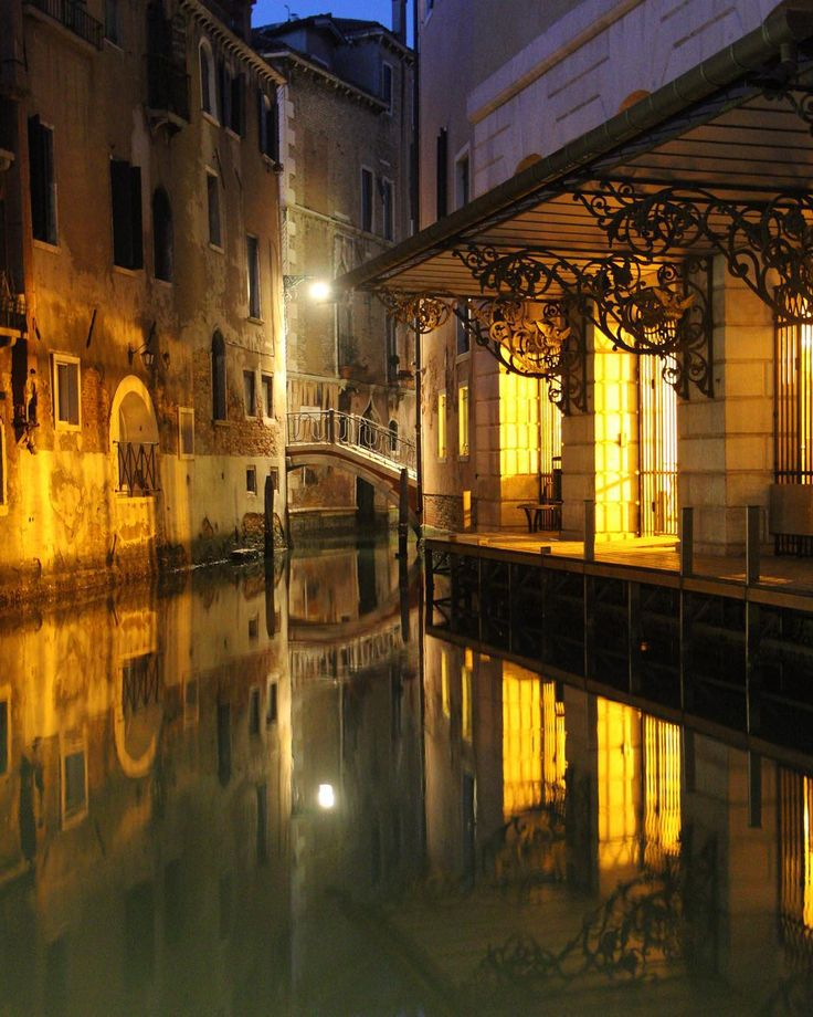 Le quai de la Fenice #reflection #veniceitaly #canon70d #kitlens by jeromekeinborg