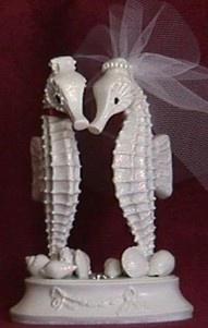 Vintage seahorse wedding cake topper #celebstylewed #bridal