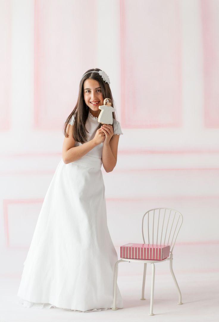 La Primera Comunión de Andrea. Vestido de TPKids by Teresa Palazuelo, modelo India. Fuente: http://teresapalazuelo.com/blogTPKids/la-primera-comunion-de-andrea/