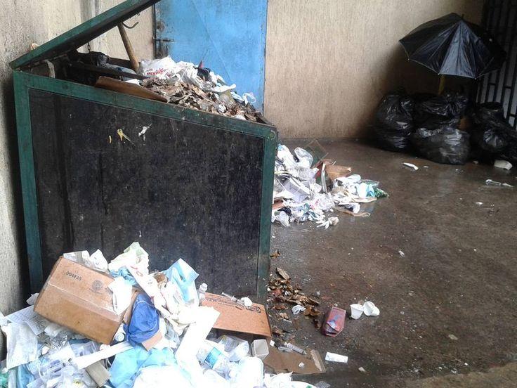 Denuncian muerte de bebés por contaminación en hospital tachirense -  Los familiares de los recien nacidos aseguraron que este fin de semana murieron cuatro niños en el Hospital Central de San Cristóbal debido a las bacterias que adquieren en las áreas de ciudados intensivos Padres y familiares derecién nacidos, internados en el Hospital Central de San Cristóbal ... - https://notiespartano.com/2017/12/05/denuncian-muerte-bebes-contaminacion-hospital-tachirense/
