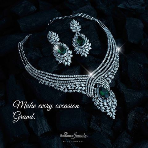 Small in size. Big on style. Reliance Jewels Be The Moment www.reliancejewels.com #Reliance #RelianceJewels #Jewellery #Jewels #Diamond #Gold