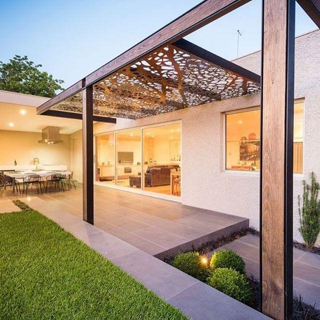 State pensando alla realizzazione di zone d'ombra per il vostro giardino? Vi mostriamo degli esempi realizzabili in acciaio Corten.  News su www.trackdesign.net #design #decor #outdoors #trackdesign #cortensteel #styling #beautiful #house #home #homedesig