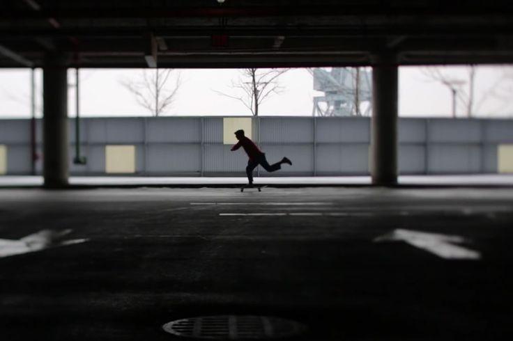 """Du wolltest schon immer mal ein Skateboard Deck selbst bauen und dabei noch etwas Gutes für die Umwelt tun? Zur Feier der jährlichen WWF Earth Hour zeigt der amerikanische Künstler Mac Premo in diesem Video, wie es gemacht wird! Plastikmüll – das verhasste Stiefkind der Nation. Gerade an Ostern landen wieder Tonnen an Verpackungsmaterialien ungeachtet <a class=""""read-more"""" href=""""https://www.skatedeluxe.com/blog/de/2016/03/skateboards-aus-muell/"""">[...]</a>"""