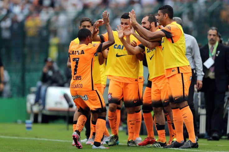 """Corinthians abre vantagem """"campeã"""" a dez rodadas do fim do Brasileiro #globoesporte"""